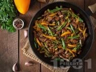 Свински бут на тиган със соев сос и зеленчуци